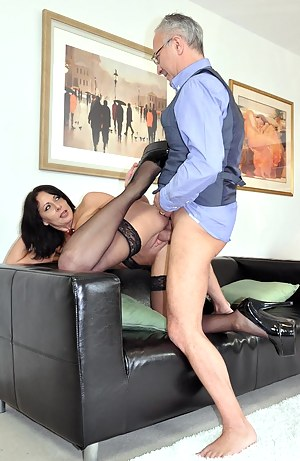 Naked British Mature Porn Pictures