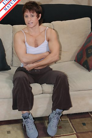 Naked Muscle Mature Porn Pictures