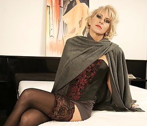 Naked Mature Stockings Porn Pictures