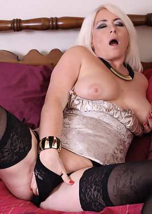Naked Mature Orgasm Porn Pictures