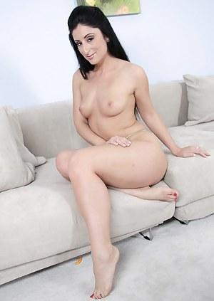 Naked Mature Brunette Porn Pictures