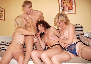 Naked Mature Reverse Gangbang Porn Pictures