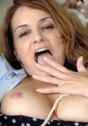 Naked Mature Tongue Porn Pictures