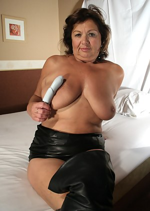 Naked Mature Leather Porn Pictures