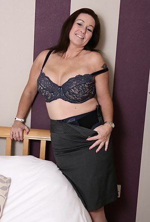 Naked Mature Skirt Porn Pictures