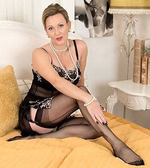 Naked Mature Lingerie Porn Pictures