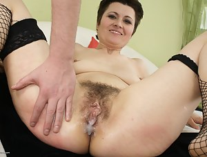 Naked Cum in Mature Pussy Porn Pictures