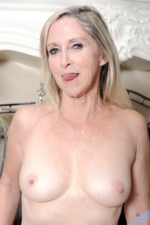 Naked Cum in Mature Mouth Porn Pictures