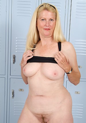 Naked Mature Locker Room Porn Pictures