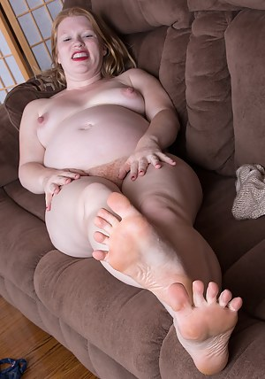 Naked Pregnant Mature Porn Pictures