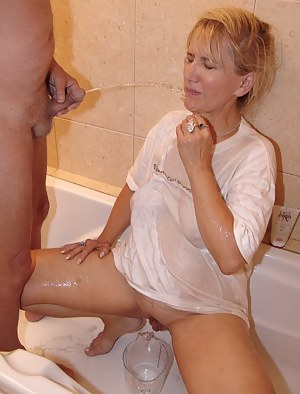 Naked Mature Pissing Porn Pictures