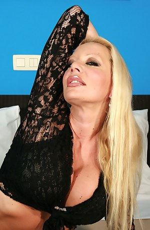 Naked Mature Blonde Porn Pictures