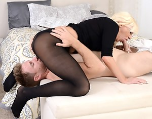 Naked Mature 69 Porn Pictures