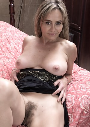 Naked Mature Hairy Pussy Porn Pictures