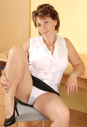 Naked Mature Upskirt Porn Pictures