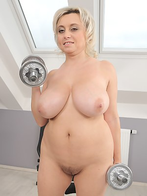 Naked Mature Gym Porn Pictures