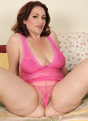 Naked Mature Cameltoe Porn Pictures